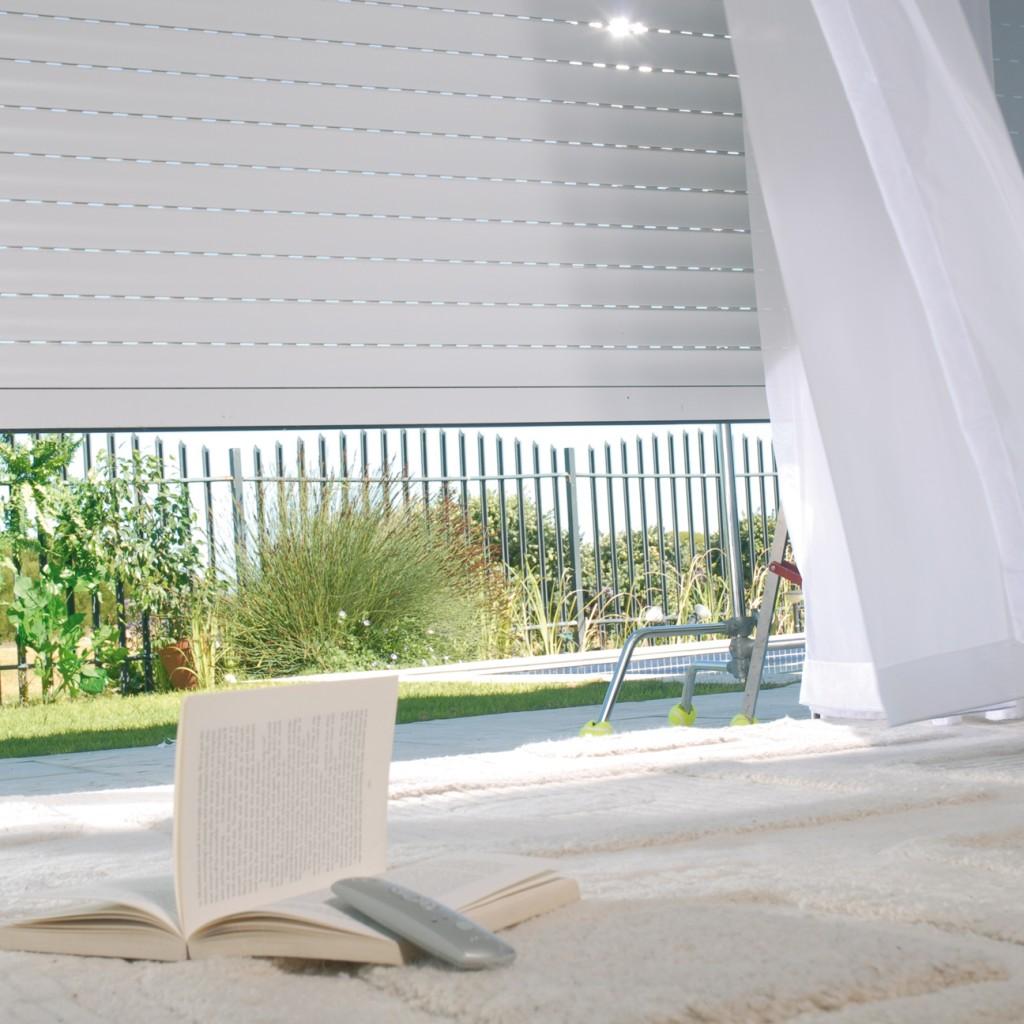 choisissez des volets roulants ou battants. Black Bedroom Furniture Sets. Home Design Ideas